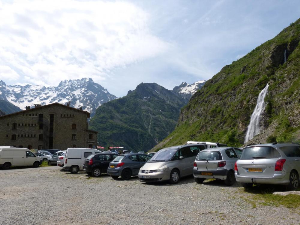 l'hotel du Gioberney et la cascade du voile de la mariée