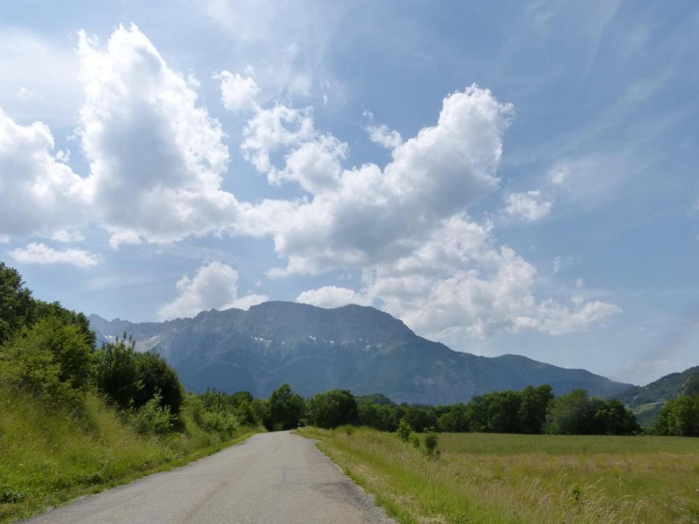 Au loin sans doute le grand massif du Farraud dont je vais faire le tour !