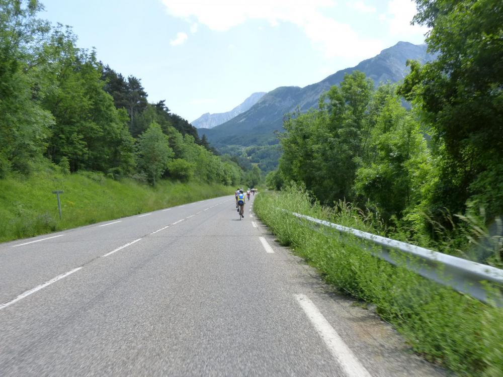après Chauffayer, je rejoins un groupe de cyclistes