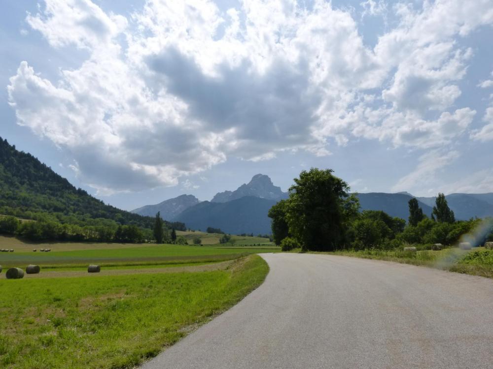 En direction du lac du Sautet, , on passera au dessus en le laissant sur notre droite