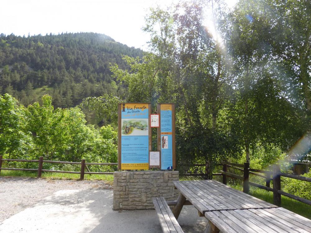 panneau d'information de la via ferrata des étroits