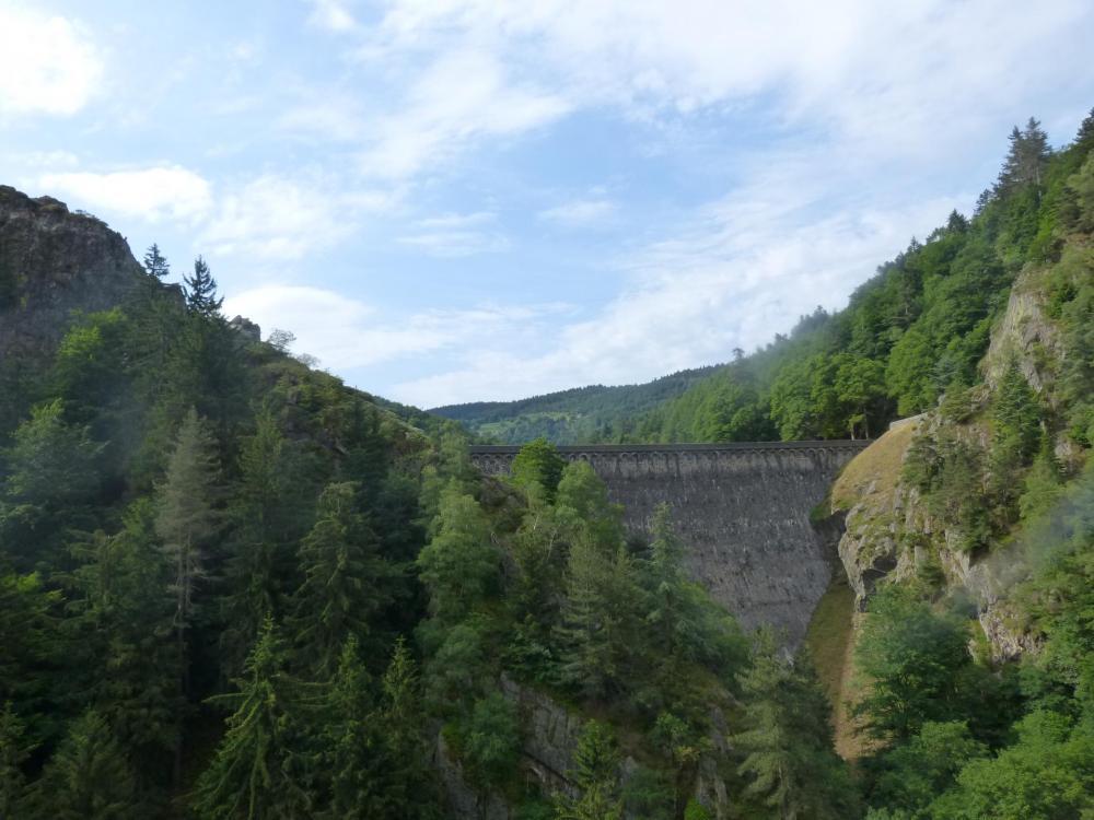Vue sur le barrage de Planfoy