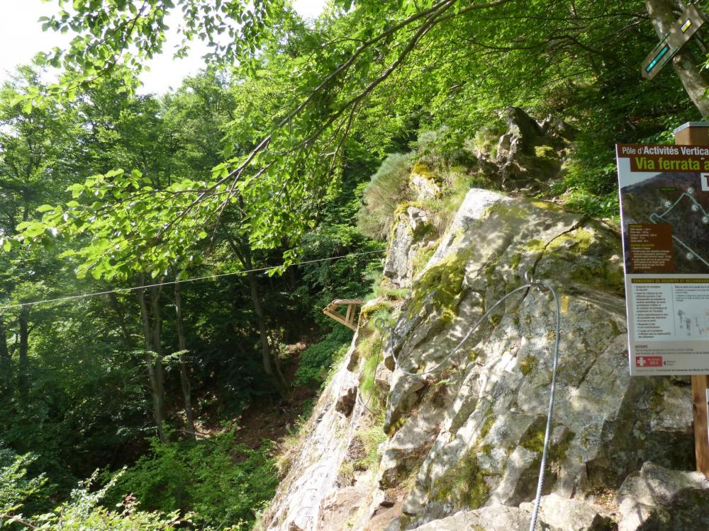 la tyrolienne (départ), elle se situe à proximité de la fin de la via ferrata (immanquable ! )