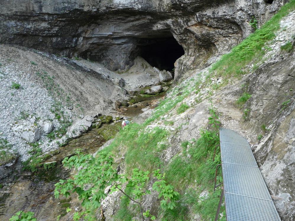 accès à la grotte de St Même