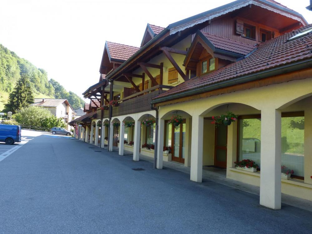 le bâtiment qui abrite l' office du tourisme à Bellevaux.