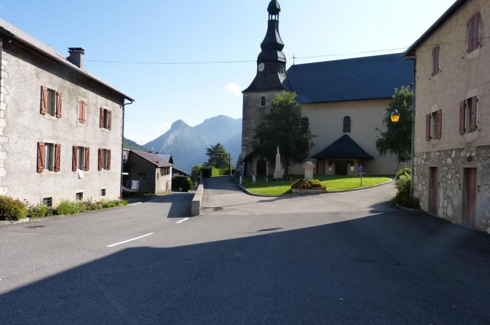 Bellevaux et son église point de repère pour trouver la direction du pont couvert