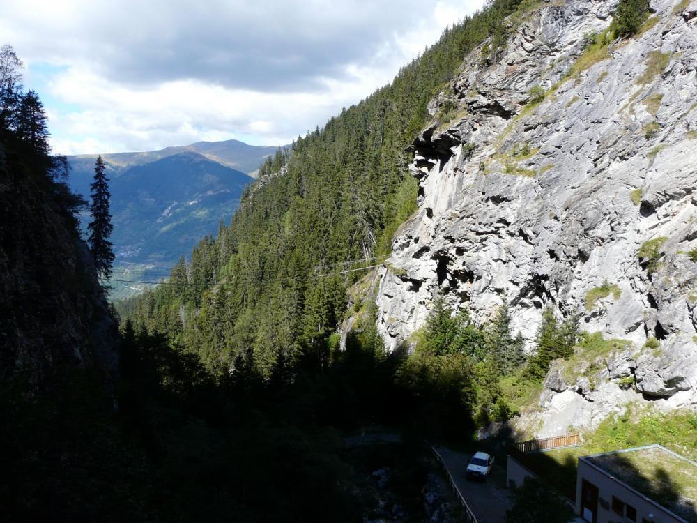 Vue générale sur la deuxième partie de la via du lac de la Rosière