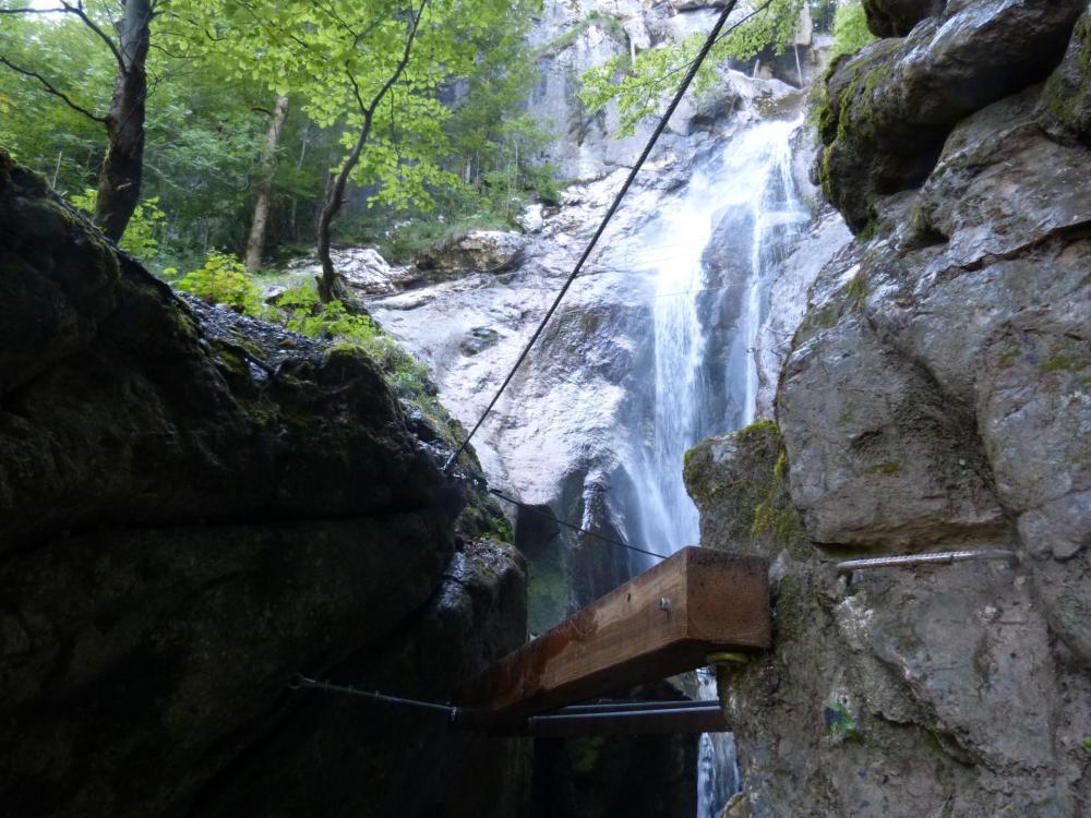 Ensemble de poutres à la via de la cascade à Bellevaux