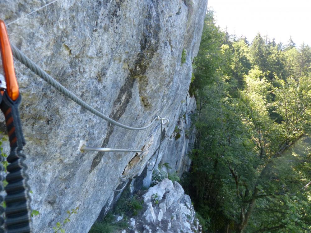 Descente vers la jonction avec la via de la grotte de cristal à Bellevaux