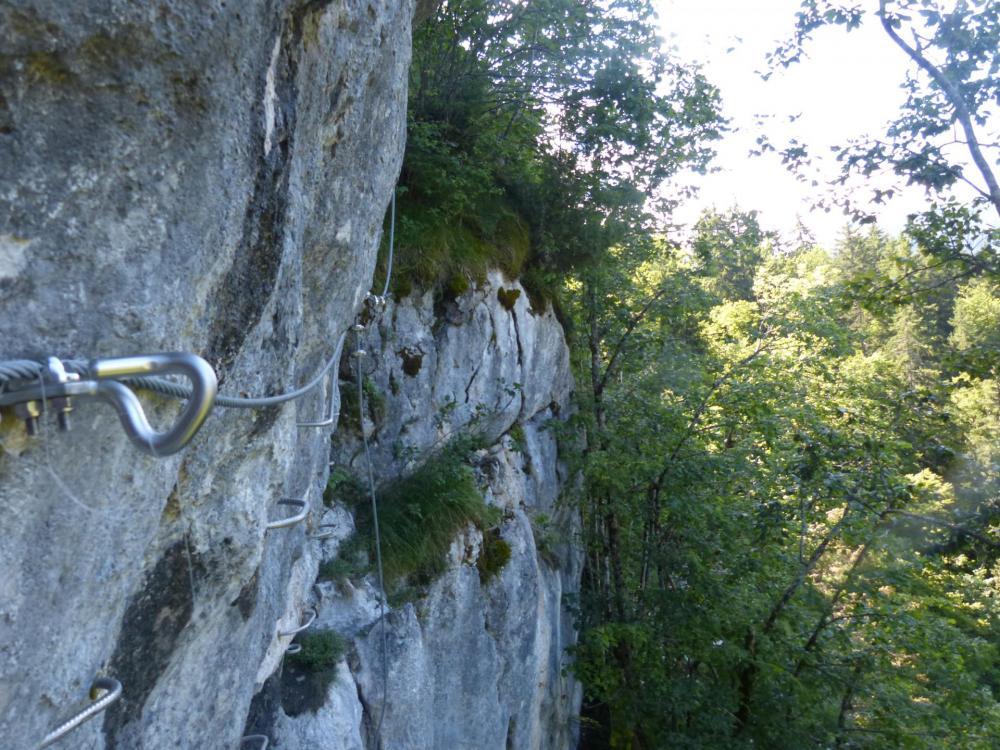 la jonction plus athlétique qu'on ne le voit avec l' arrivée de la via de la grotte de cristal à Bellevaux