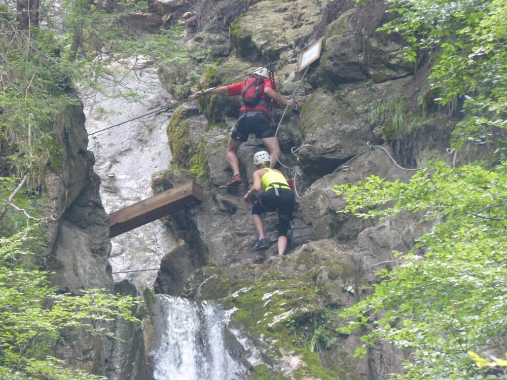 à l 'approche de la dernière partie de la via de la cascade à bellevaux