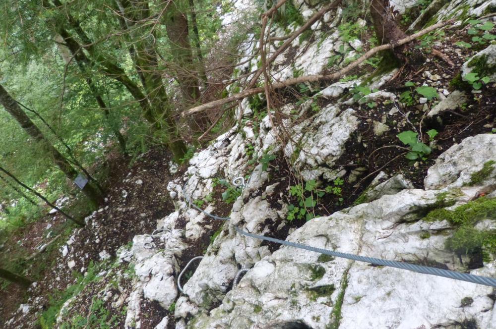 le départ de la via ferrata de la grotte de cristal à Bellevaux