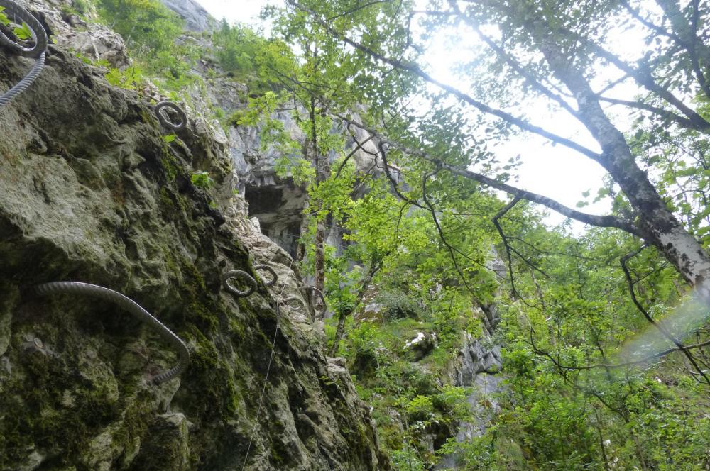 C' est à la sortie de la montée verticale, que l' on aperçoit le toit de la baume ou grotte de cristal !
