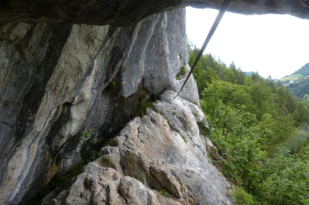 Pont de singe et sortie de la grotte de Cristal à bellevaux