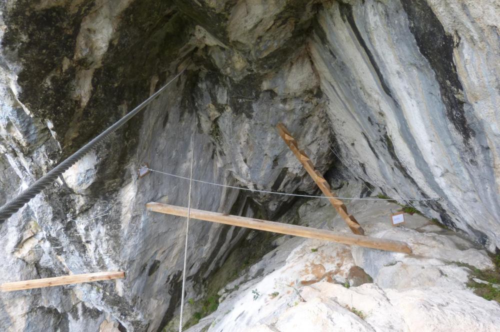 les aménagements de la grotte de Cristal à Bellevaux