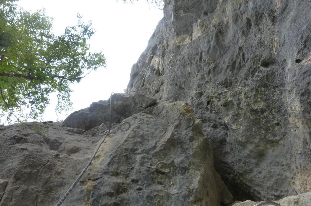 La verticale déversante à remonter avant la jonction avec la via du Chatelard à Bellevaux