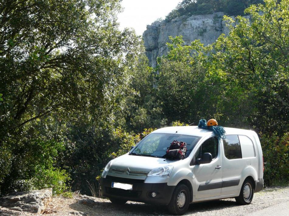stationnement via ferrata de Méjannes-le-Clap