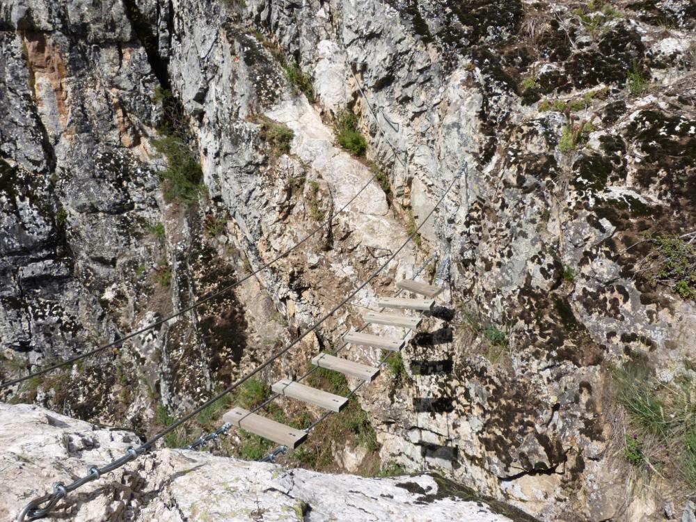 la traversée mène à une petite passerelle (rocher du Bez - parcours 2)