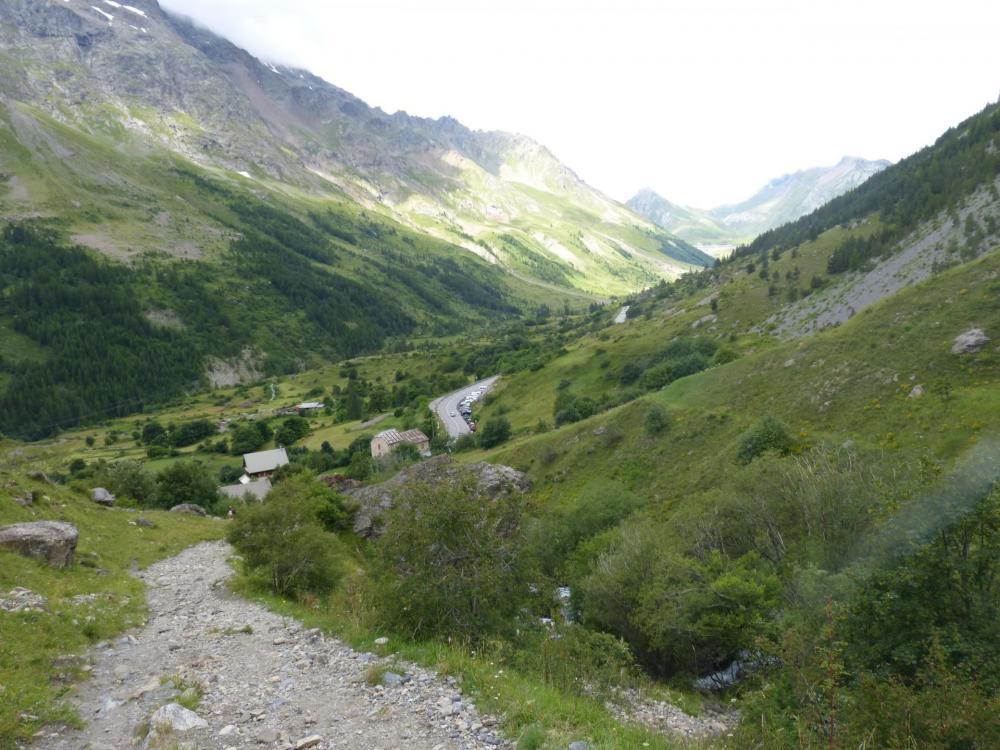 Vue rétro sur le parking du pont de l' Alpe