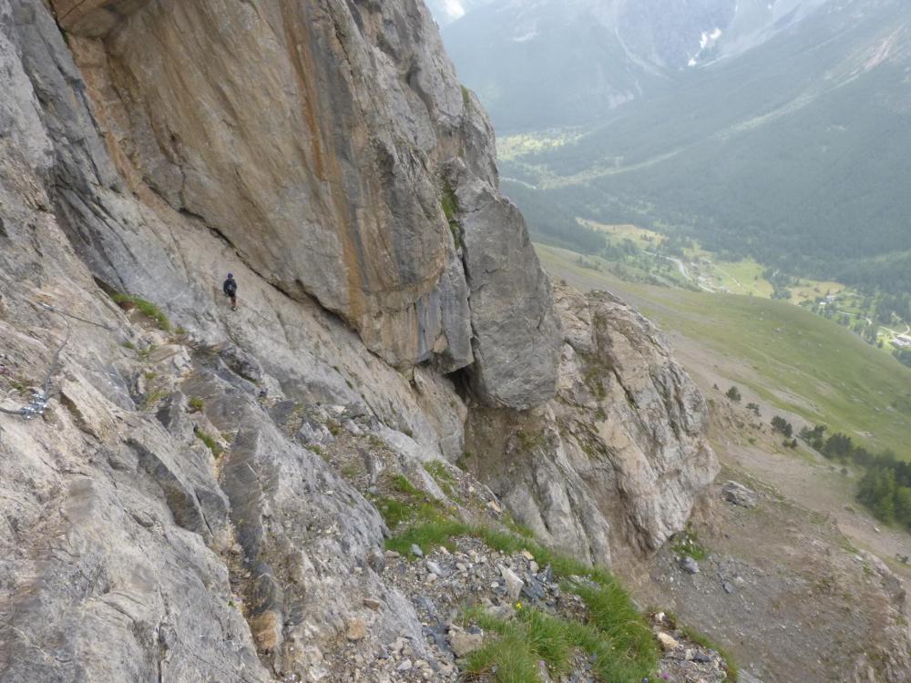 le passage des dalles inclinées après l' echelle (via du Lauzet)