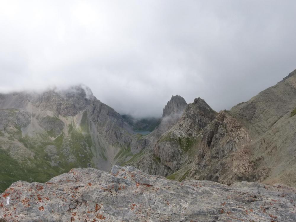 du sommet de l' aiguillette du Lauzet, vue sur le lac