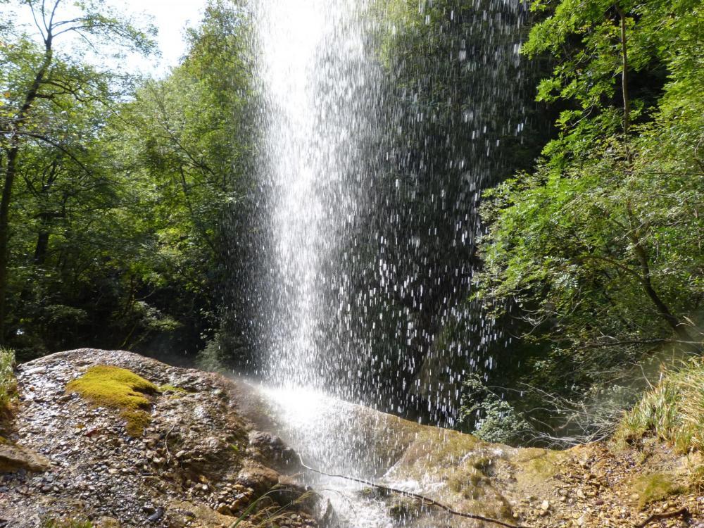 Sous la  la grande cascade à St Vincent de Mercuze