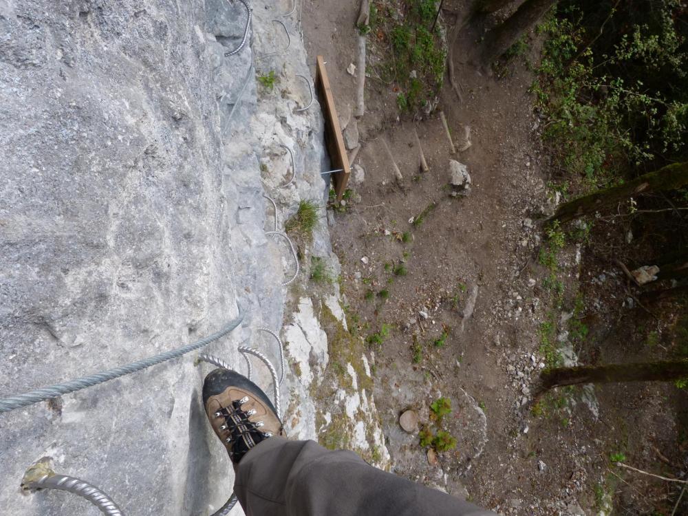 quelques mètres au dessus du départ de la via ferrata du rocher de l' Envers à St Vincent de Mercuze