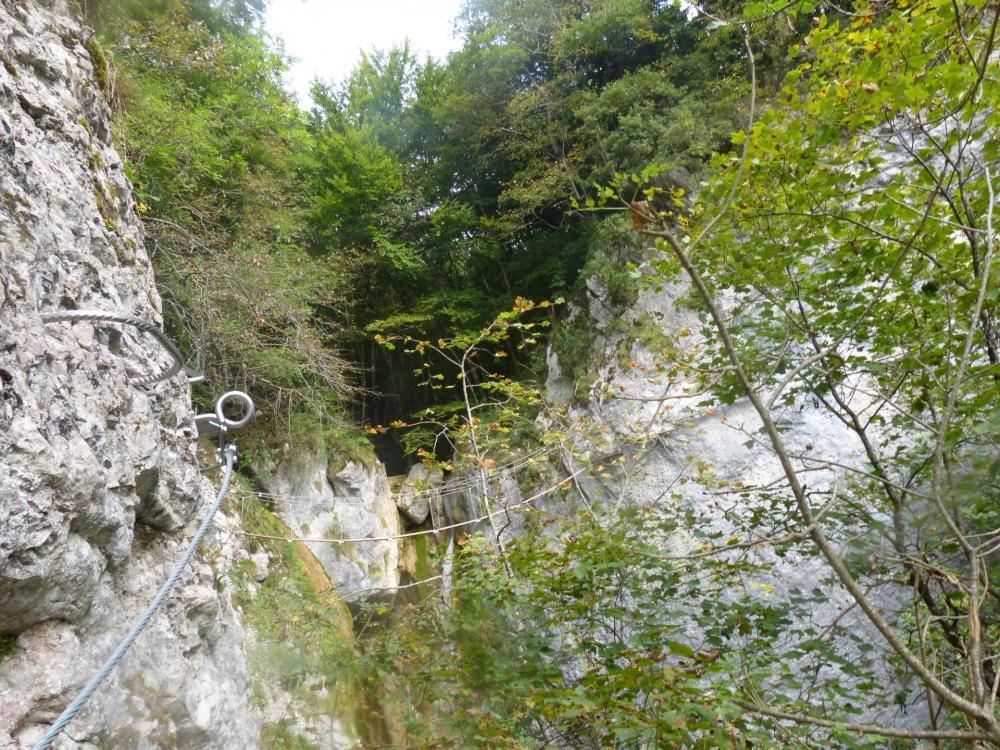 """Vers la passerelle de la """"cascade oubliée"""" à St Vincent de mercuze"""