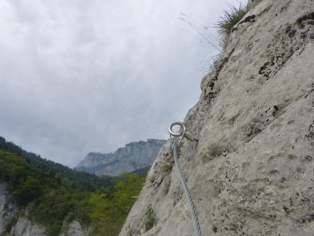 dernier coup d' oeil sur les barres rocheuses au dessus des gorges de la via de st Vincent de Mercuze