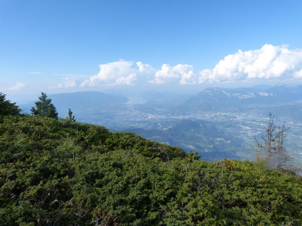 Belle vue sur la Croix du Nivolet et le lac