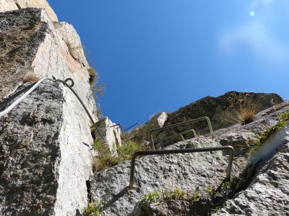 Via de la Chal, après le mur vertical, la pente s'incline