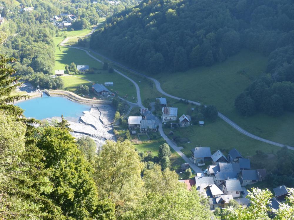 vue sur le hameau de Valmaure depuis la via de la Chal
