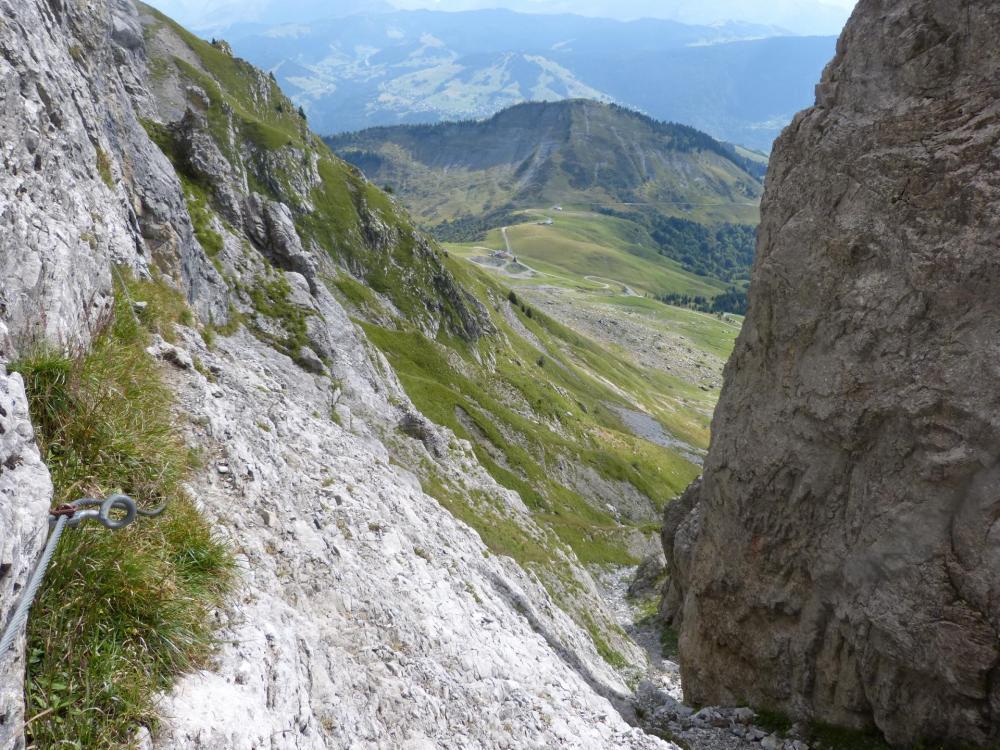 Depuis le Golet de la Trouye, vue sur Les bassins et le col d' Arpettaz