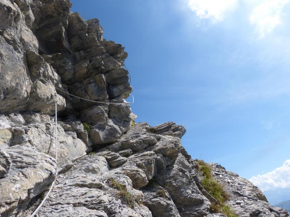quelques ressauts rocheux dans la montée de l' arête du mont Charvin