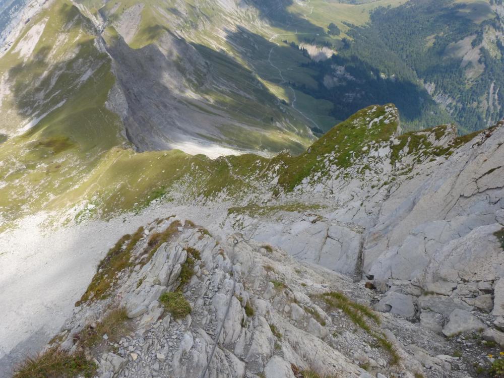 La suite de la descente du Charvin dans des dalles inclinées