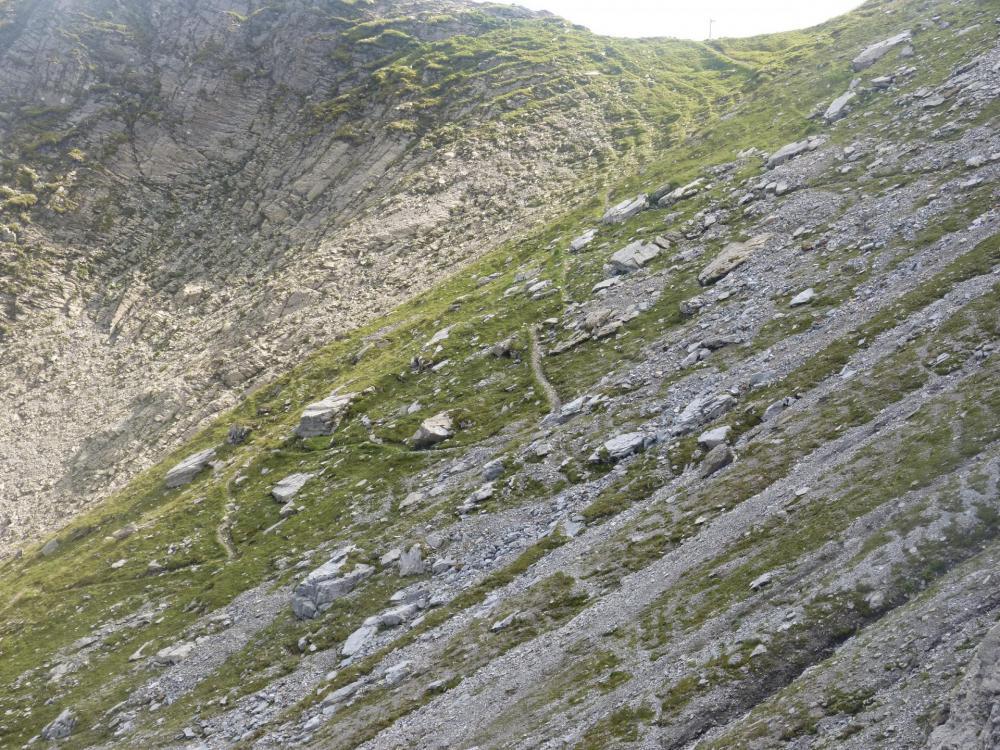 Le sentier de descente après le Pas de l'Ours