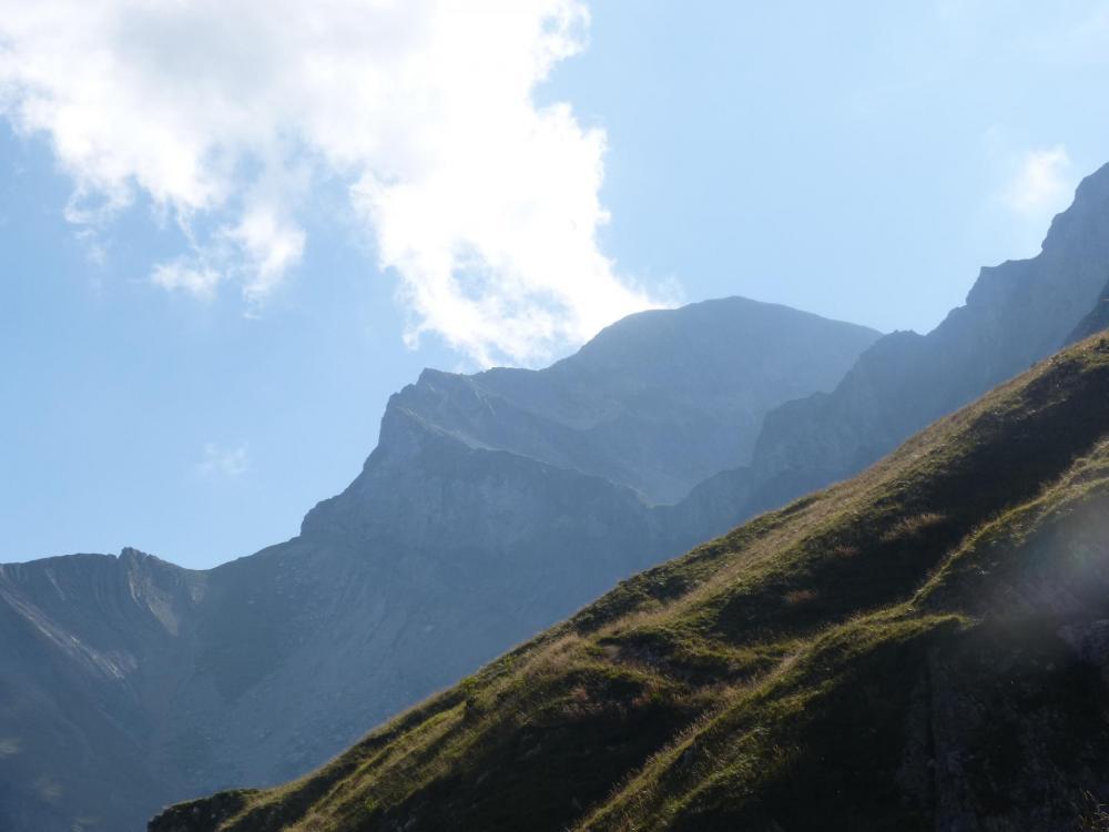 Derrière le Mont Charvin ... déjà loin !