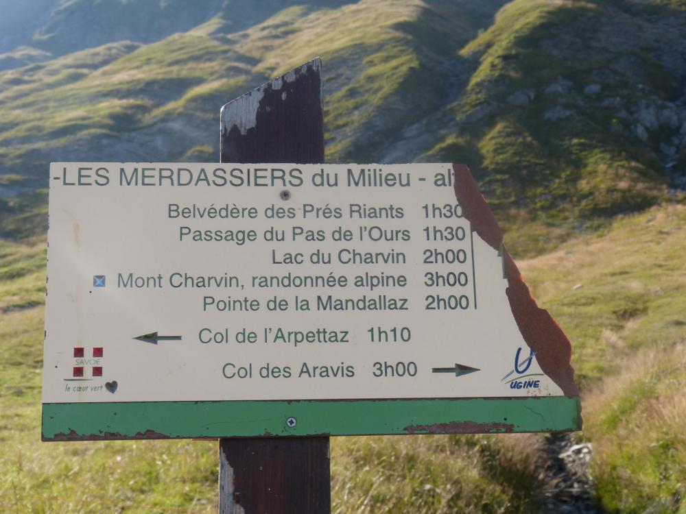 Retour au Merdassier du Milieu où on reprend la piste qui ramène au col de l' Arpettaz