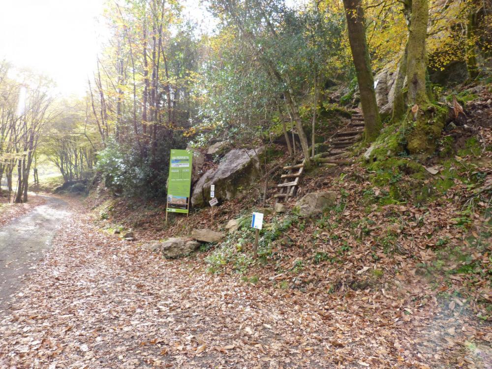 panneau d' accueil et départ de la via ferrata de la Dordogne