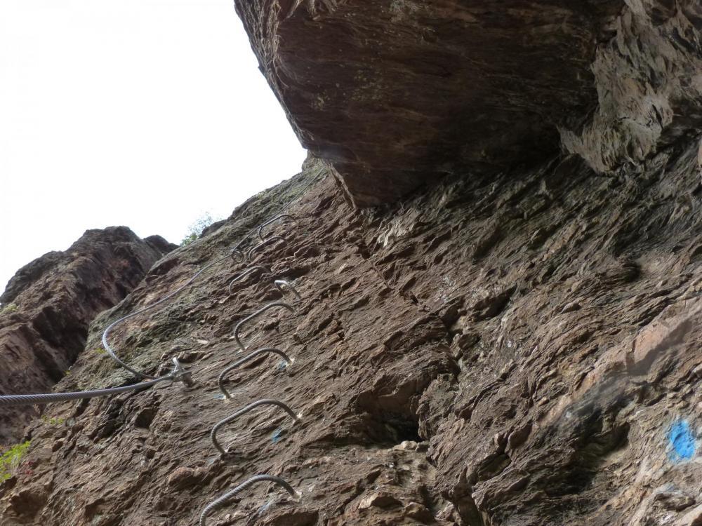 Après le départ de la via du roc du Gorb, arrivée au premier palier