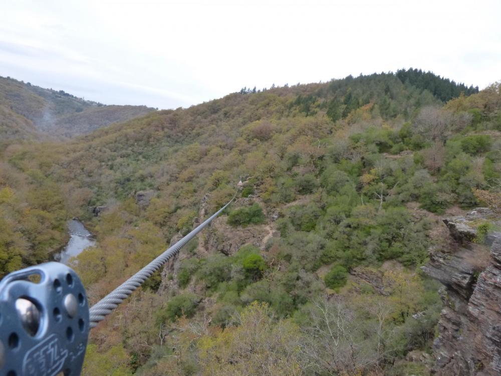 100 m de plaisir à la tyrolienne du Roc du Gorb !