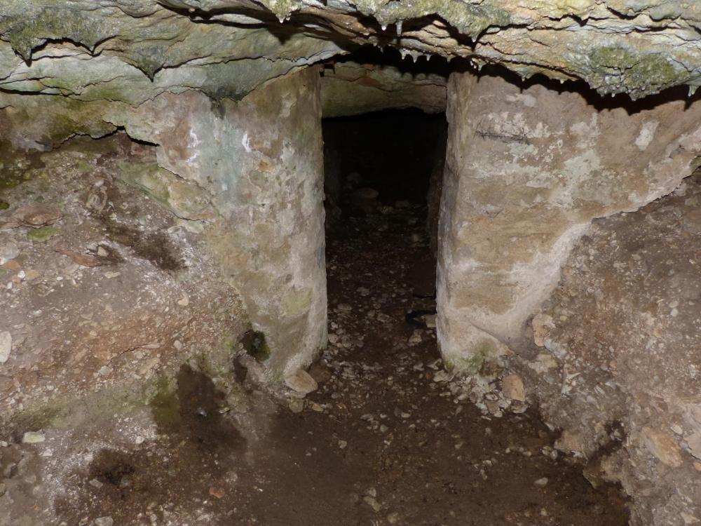 la seconde porte à l'entrée de la caverne du Maure