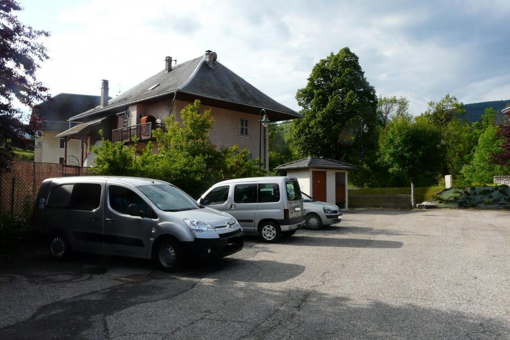 stationnement  Lescheraines (tous services, wc publics) (73)