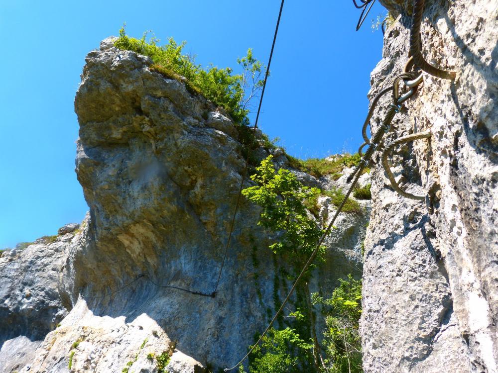 Via ferrata du rocher du Mont à Ornans ... Petit divertissement dans la traversée ...