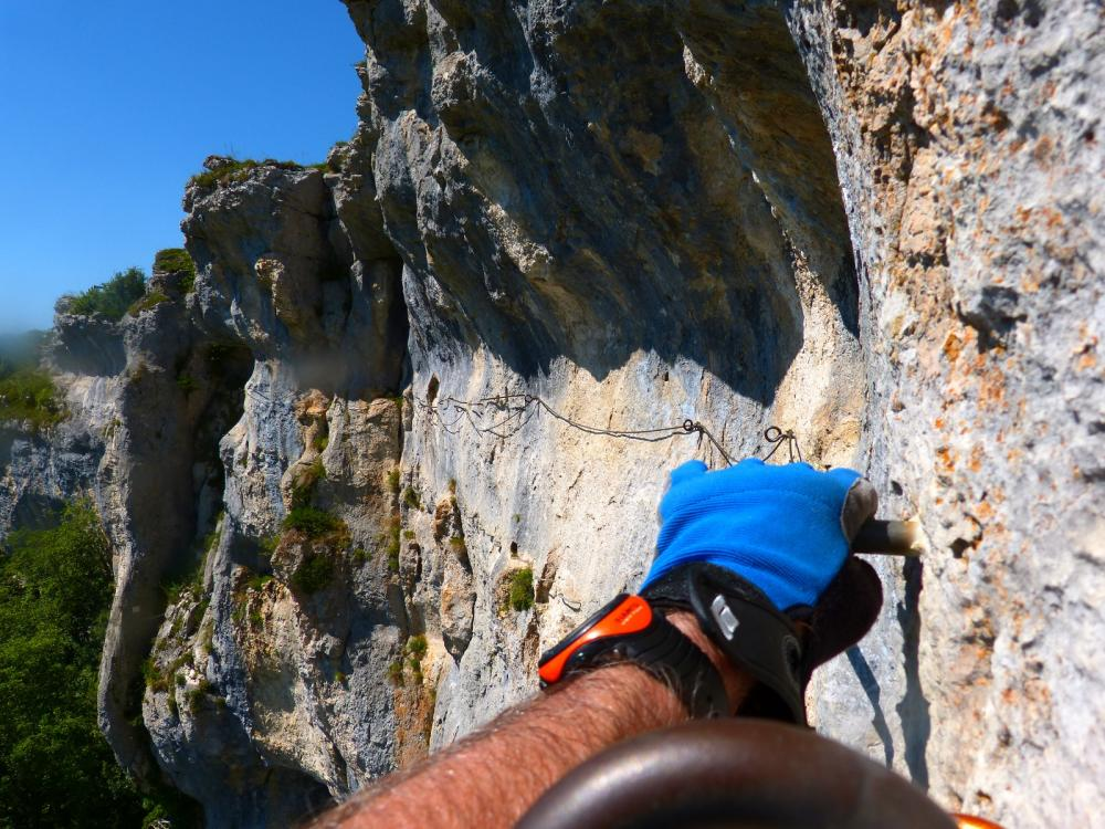 Via ferrata du rocher du Mont à Ornans ... La traversée se poursuit !