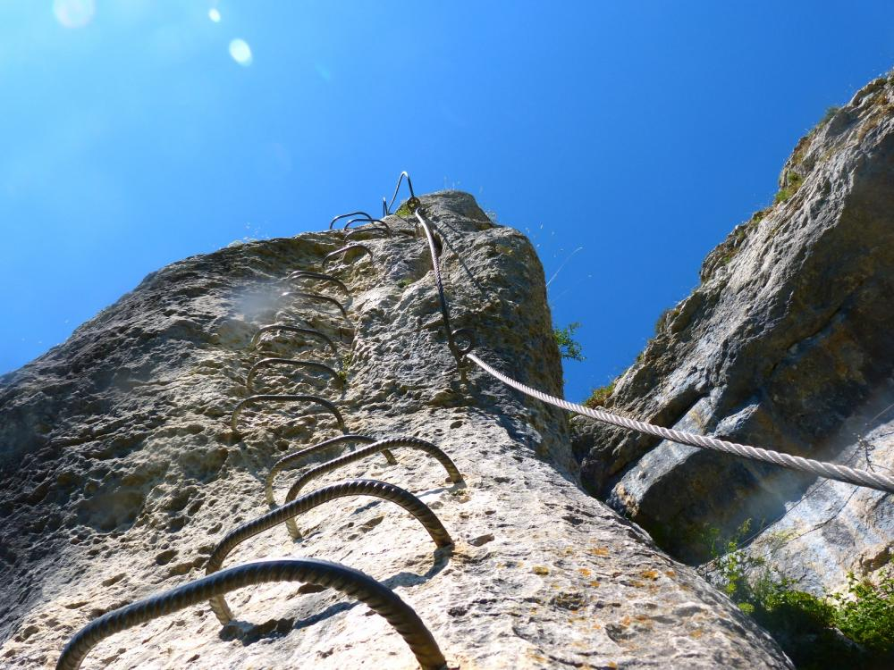 Via ferrata du rocher du Mont à Ornans ...Remontée verticale !