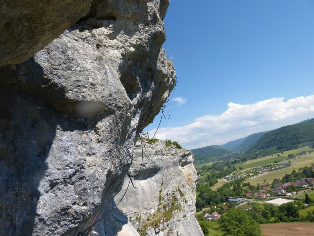 Via ferrata du rocher du Mont à Ornans ... Sortie athlétique du surplomb (extension)