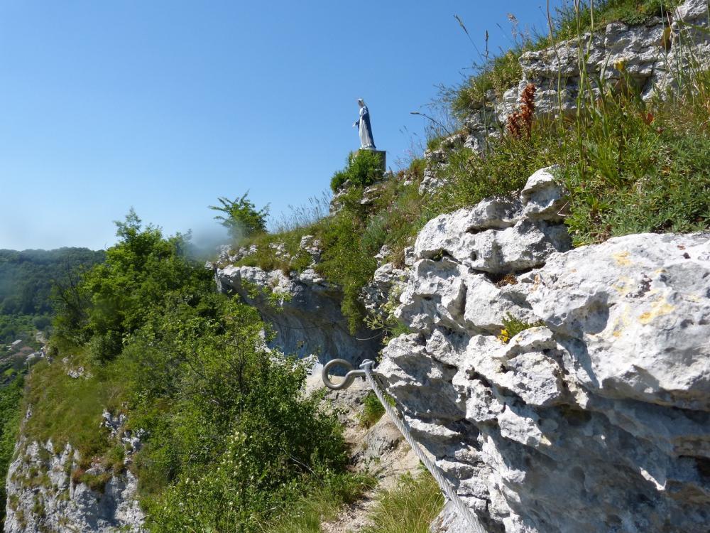Via ferrata du rocher du Mont à Ornans ...Passage sous la vierge !