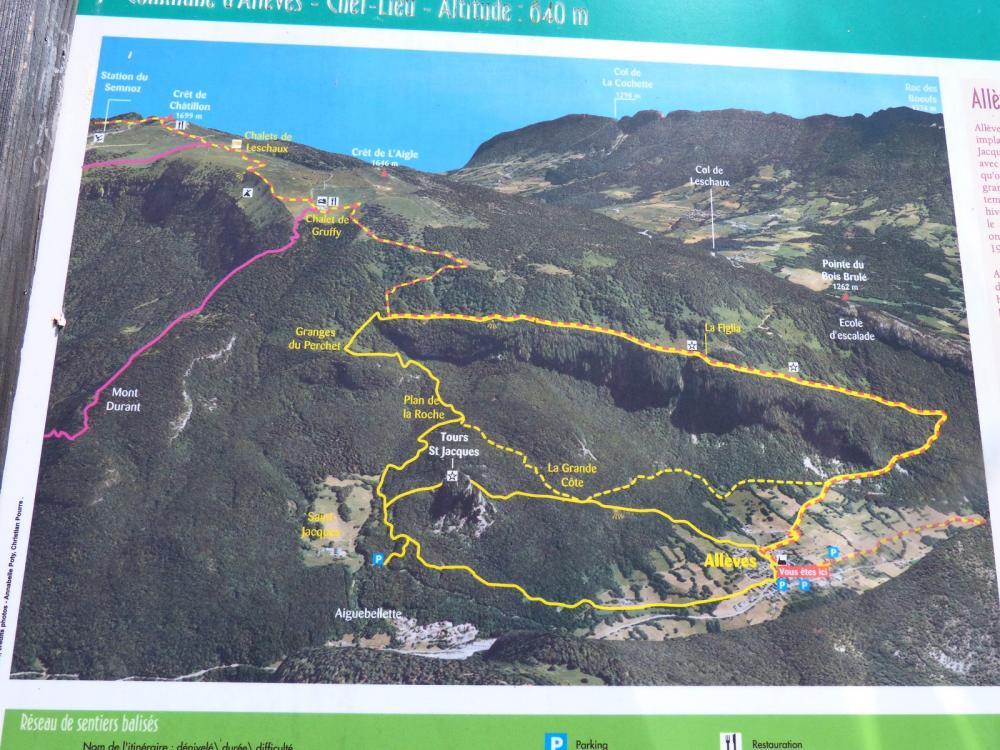 Panneau d' information sur les circuits de randonnées autour d' Allèves