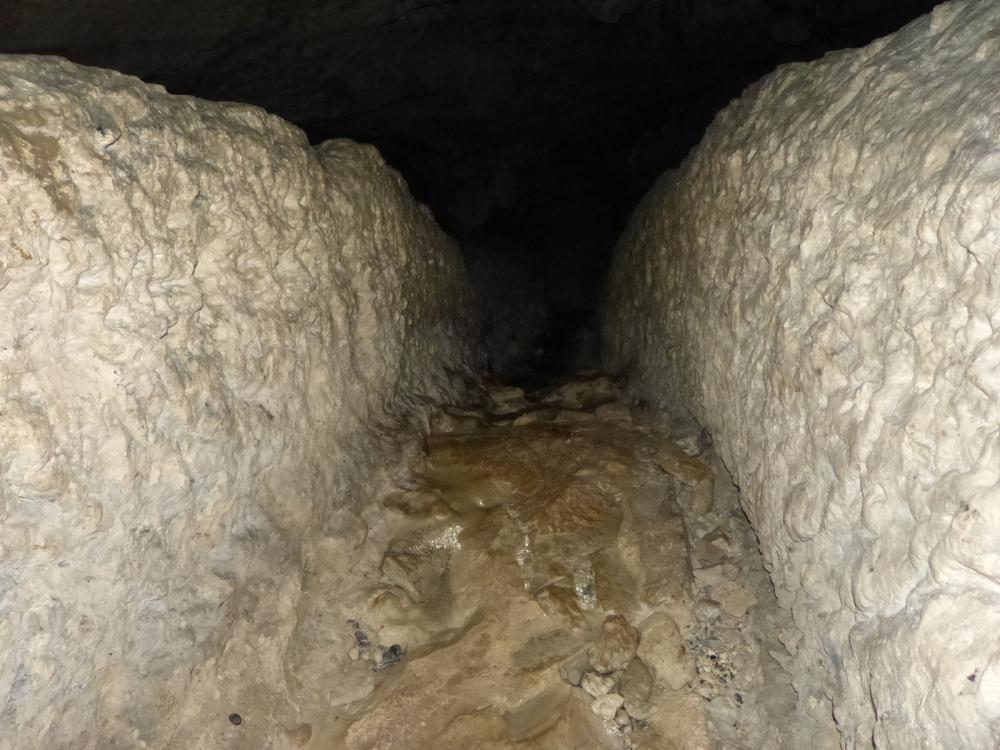 La galerie creusée artificiellement de la grotte de Bange